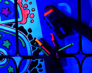 Blacklight Neon Graffiti Workshop & Teambuilding